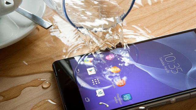 suya düşen telefon